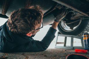 mechanic undertaking an mot test